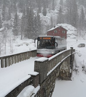Local bus at Dyrlandsdalen Åmotsdal